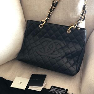 💕Authentic barely used Chanel Grand Shopping GST